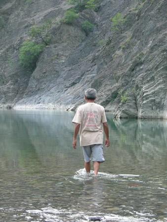 04_Bill_walking_on_the_Trebbia_River