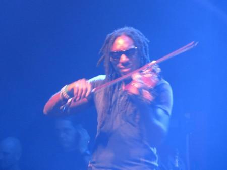 Al violino elettronico Boyd Tinsley