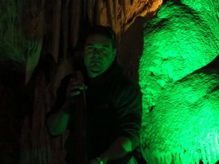 Josh dentro la grotte sacra dopo la performarce di didjeridoo