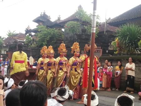 Le principesse del Barong di Padang Bai