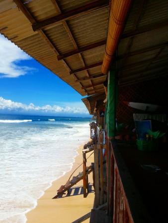Warung in spiaggia di Bali-www.winki.it.