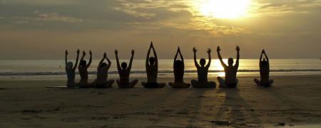 yoga-in-spiaggia-sardegna-salute-benessere